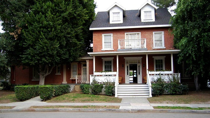 """Toby and Jenna's house in """"Pretty Little Liars"""" at Warner Bros. Tour"""