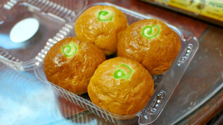 Pandan buns at Bhan Kanom Thai